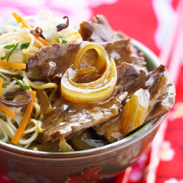 Découvrez la recette Boeuf aux oignons sur cuisineactuelle.fr.