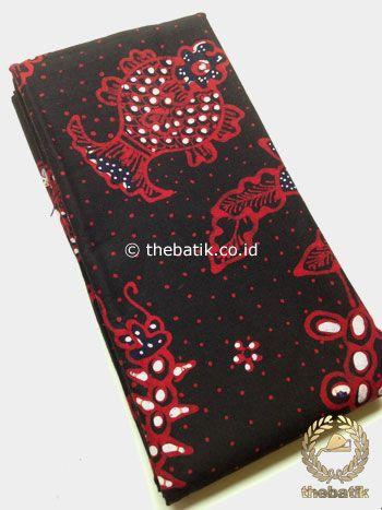 Kain Batik Tulis Motif Ikan Latar Hitam | #Indonesia Traditional #Batiks Tulis #Design. Hand-dyed #Fabric #Textiles Process http://thebatik.co.id/kain-batik-bahan/batik-tulis/