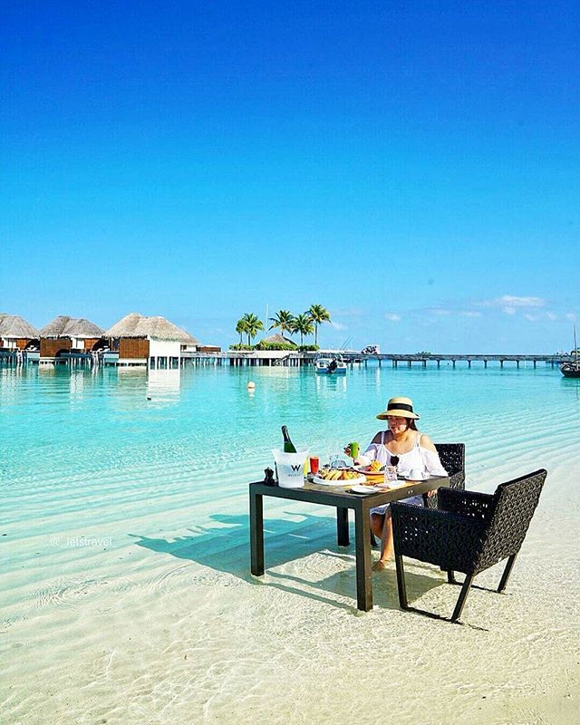 Lunch in the ocean in the Maldives
