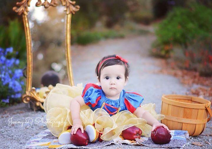 Snow White birthday cake smash