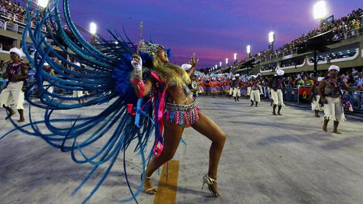 30 de poze pline de culoare de la Carnavalul din Rio 2012.  Vezi mai multe poze pe www.ghiduri-turistice.info  Source : totallycoolpix.com