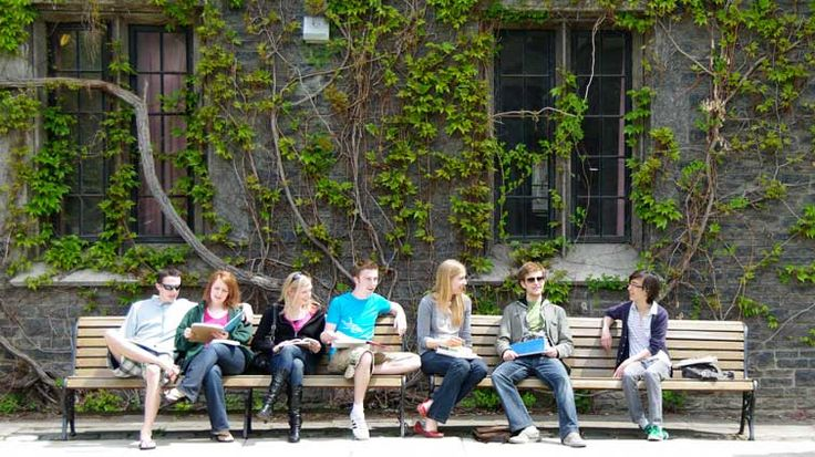 University of Toronto, St. George Walking Tours: Students Sit