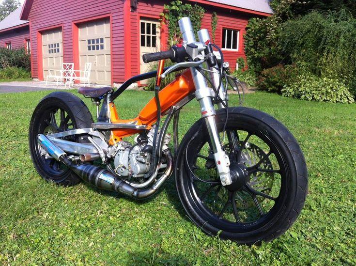 Custom MBK/Peugeot moped | Upside-down fork | Aluminium swingarm w/ mono-shock absorber | Brooks leather seat
