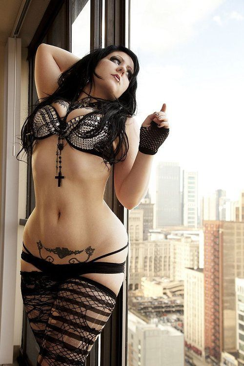 painfull-butt-sexy-topless-model-goth-femail-model