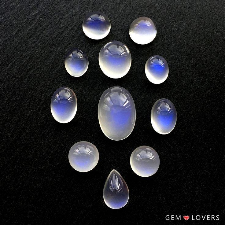 Адуляр - это одна из разновидностей лунных камней, отличающаяся нежной голубоватой переливчатостью - адулярисценцией. Кроме этого оптического эффекта, в камне ценится высокая чистота, отсутствие трещин и включений, так свойственных природным лунным камням.  ✒WA/Telegram/Direct/Viber +7-925-390-20-52 +7-800-555-22-86  publice@gemlovers.ru  #moonstone#moonstones #moonstonering#кольцоназаказ #лунныйкамень #адуляр#украшенияназаказ #adular#gemlovers