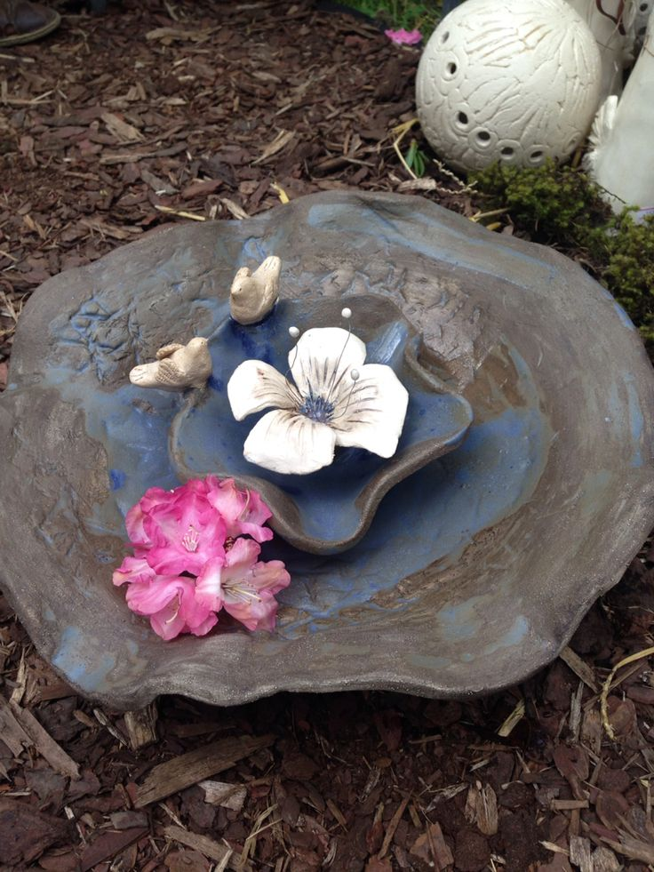 Keramika-pítko pri ptáčky
