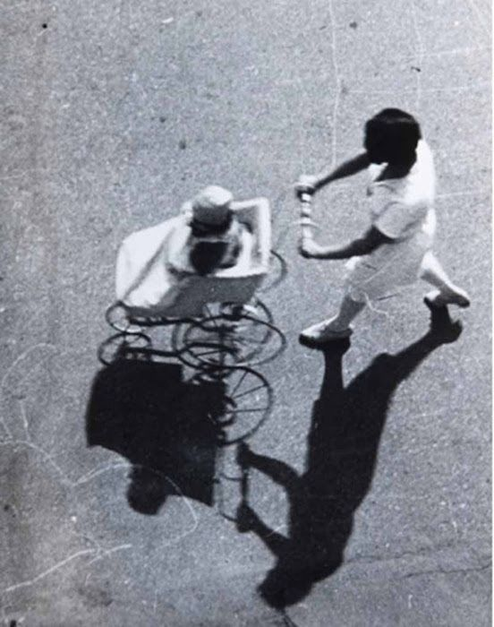 Alexander Rodchenko, Woman with baby carriage, 1928