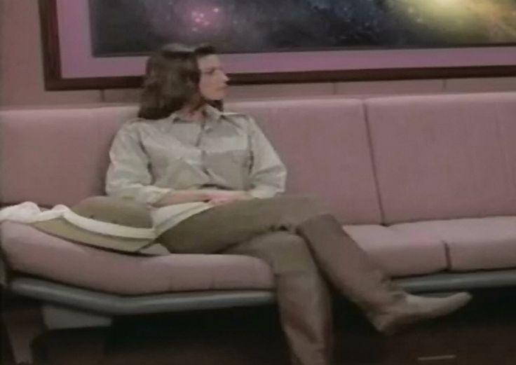 Jennifer Hetrick as Vash in ST TNG Qpid 05