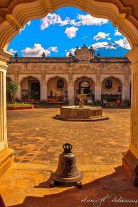 Антигуа-Гватемала или Ла-Антигуа (Antigua Guatemala, что значит «Древняя Гватемала»)