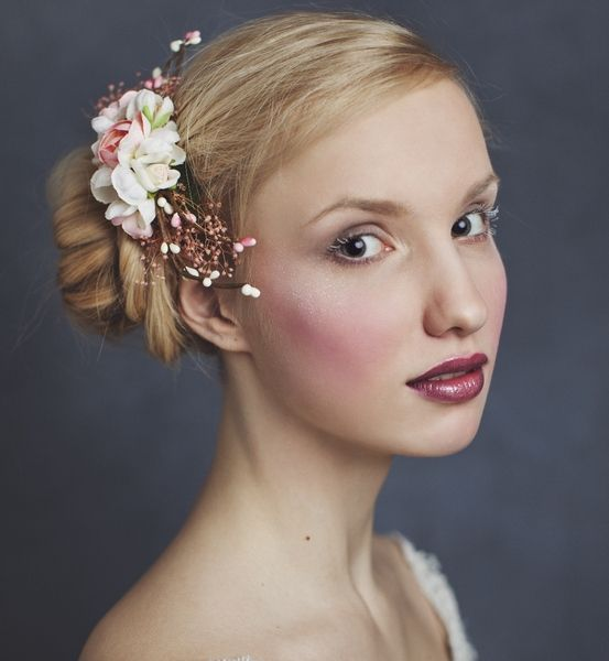Blumen-Haarkamm, Haarteil // floral headpiece via DaWanda.com