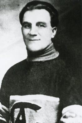 Jack Laviolette : Jean-Baptiste «Jack» Laviolette a été le premier directeur général du club de hockey Les Canadiens lors de sa saison inaugurale en 1909-1910 au sein de l'ANH. Il est né le 27 juillet 1879 à Belleville en Ontario. En 1909, à la demande de J. Ambrose O'Brien, Laviolette met sur pied une équipe composée uniquement de joueurs francophones. On lui doit d'ailleurs les signatures des joueurs vedettes Édouard «Newsy» Lalonde et Didier Pitre.