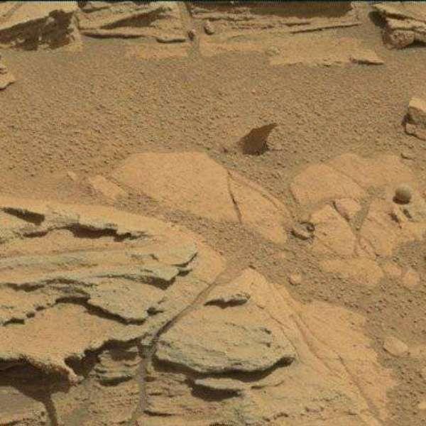 Sonda Curiosity da Nasa encontra 'bola' em Marte