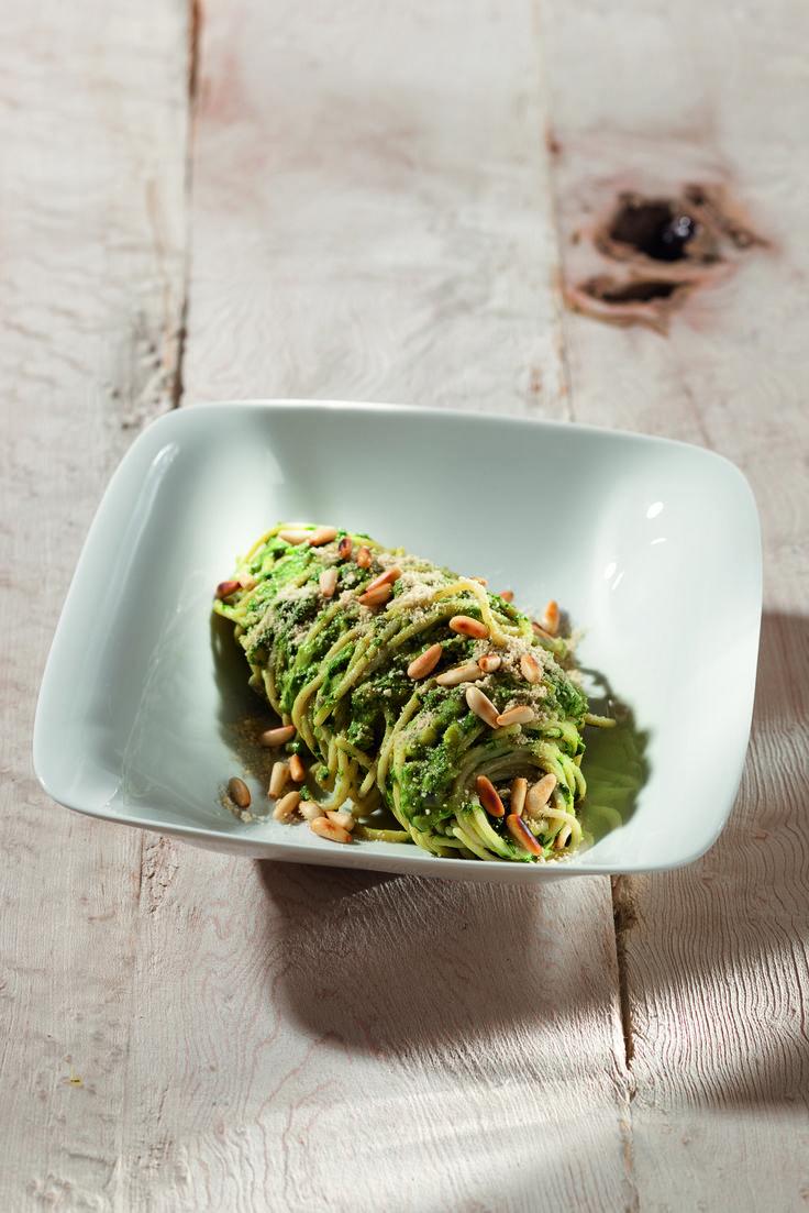 Matcha-Rezept aus VEGAN FOR YOUTH: Reisspaghetti mit Spinat-Mandel-Creme-amicella