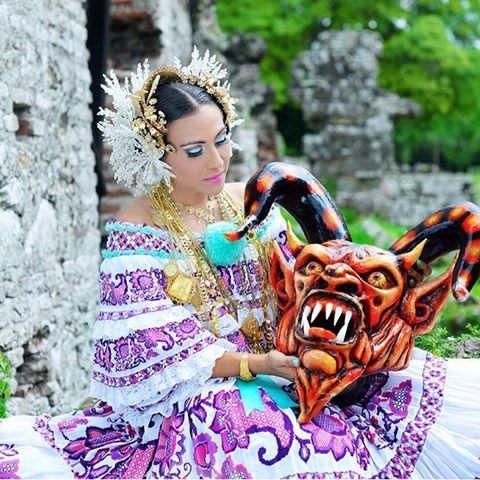 Inician las fiestas de nuestro hermoso #PANAMA !!! y que mejor forma de hacer patria que portando uno de nuestro traje típico. #mesdelapatria #panameñosdeverdad #noviembre #pollora #tembleques #tambores #bandamusical #banderatricolor #orgullopanameño #orgullo #panama #pty #girl #woman #beauty #swarovski