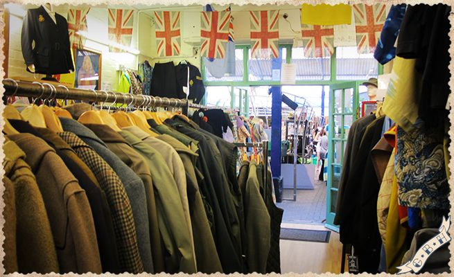 Vintage shops guide - The list of clothing that offers 360 Degrees Vintage is really long, but we can say that this store in Greenwich offers a fantastic collection of scarves and foulard and a special selection of vintage military uniforms.