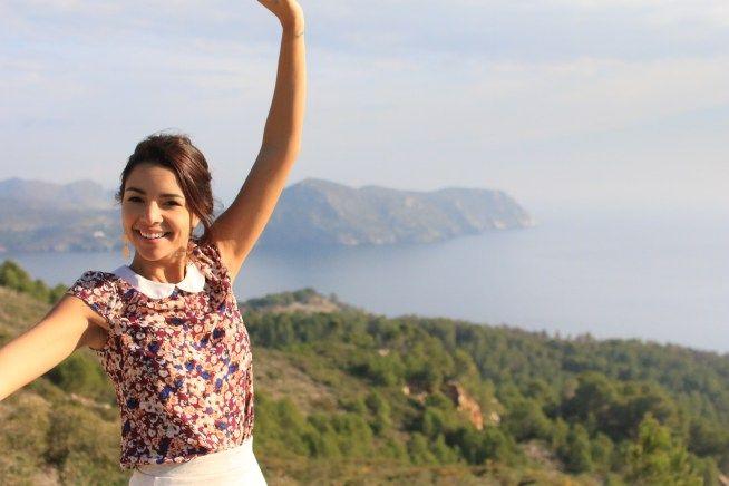 Joli look fleuri dans la nature - Safia Vendome