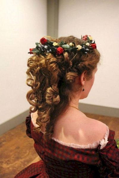62 Most Creative Christmas Hairstyles for Women To Look Pretty And Cool