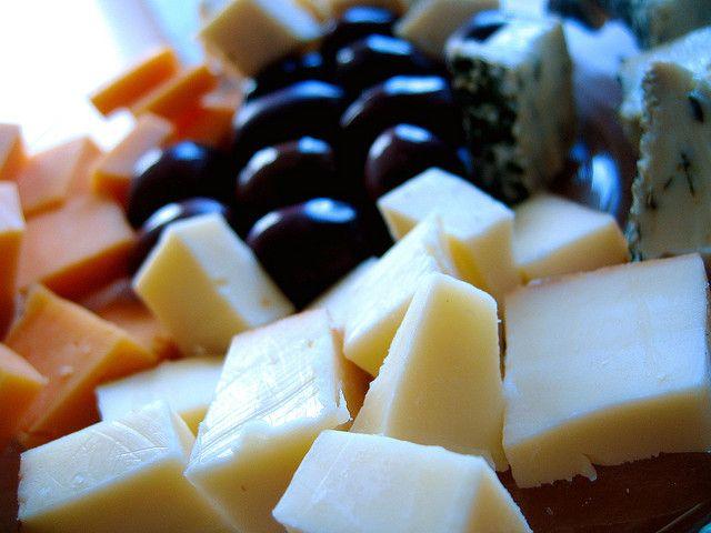 Brânza topită este preferată de toţi copiii pentru textura ei cremoasă şi gustul bun.