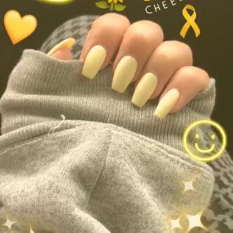 Lieben Sie dieses Pastellgelb :) #acrylnails #yellow #pastel #hoodies #hoodie