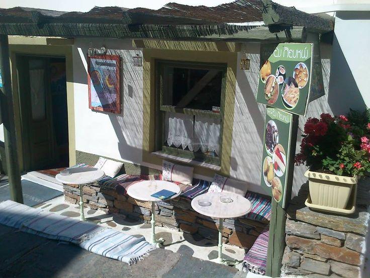Cafe ' ΕΝ ΛΕΥΚΩ ' στην Ιουλίδα.