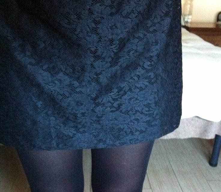 Calza velata nera + vestito pizzo nero con maniche trequarti di pizzo trasparente #pinspiration