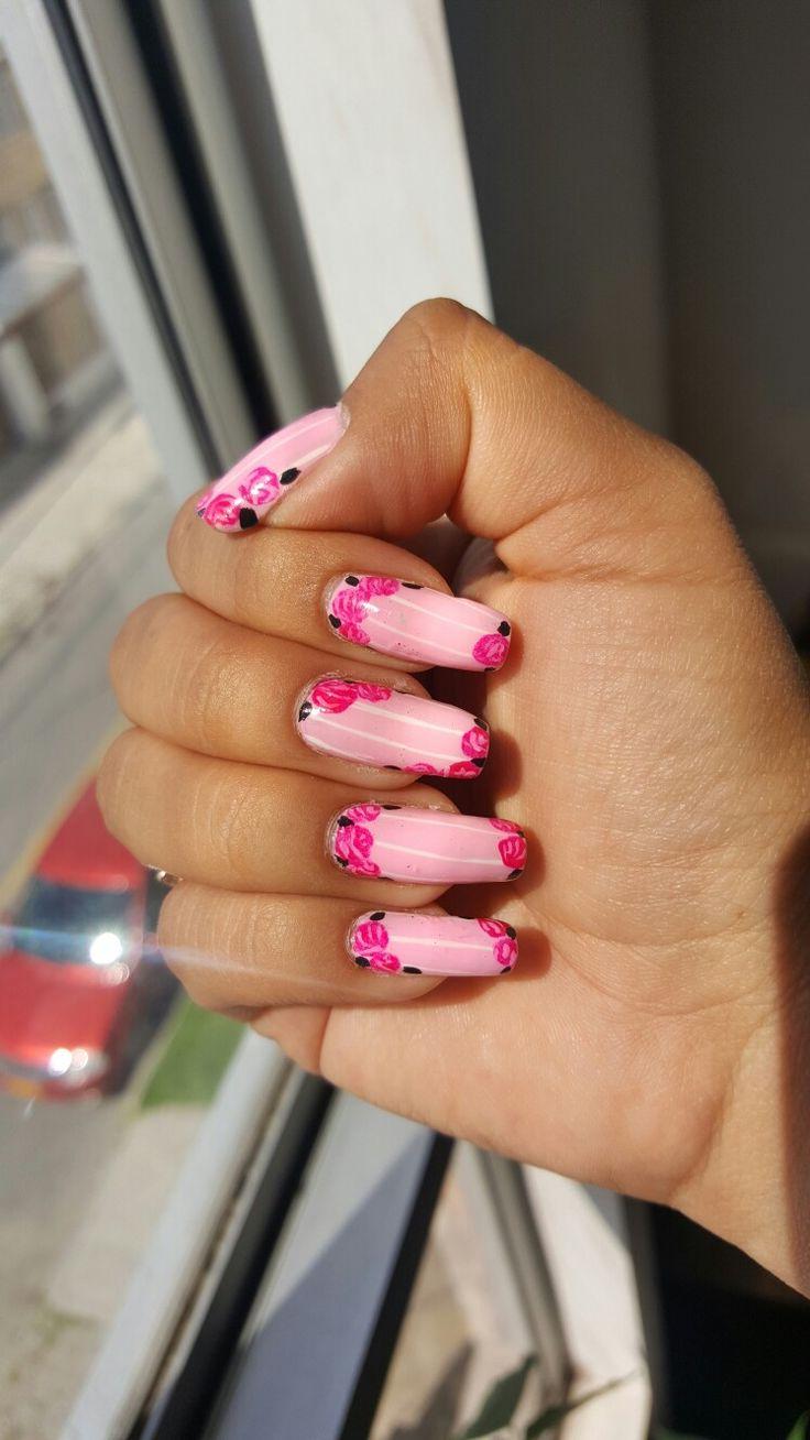 Uñas de líneas con rosas... pink