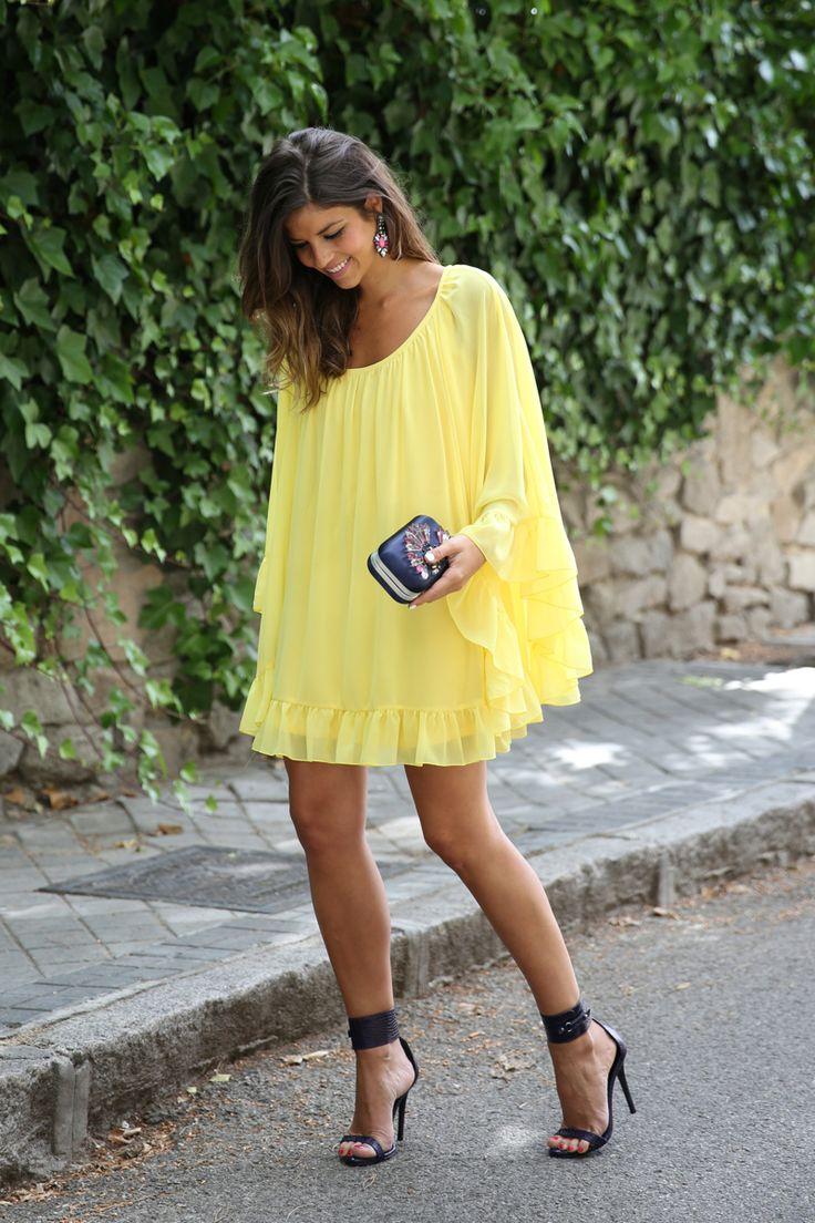trendy_taste-look-outfit-street_style-ootd-blogger-blog-fashion_spain-moda_españa-yellow_dress-vestido_amarillo-boda-wedding-evento-clutch_pedreria-mas34-sandalias_azules-blue_sandals-10