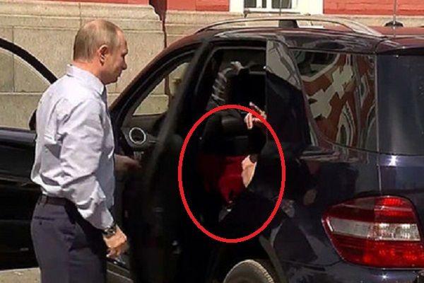 Стало известно, что за красная коробка была у Путина в машине