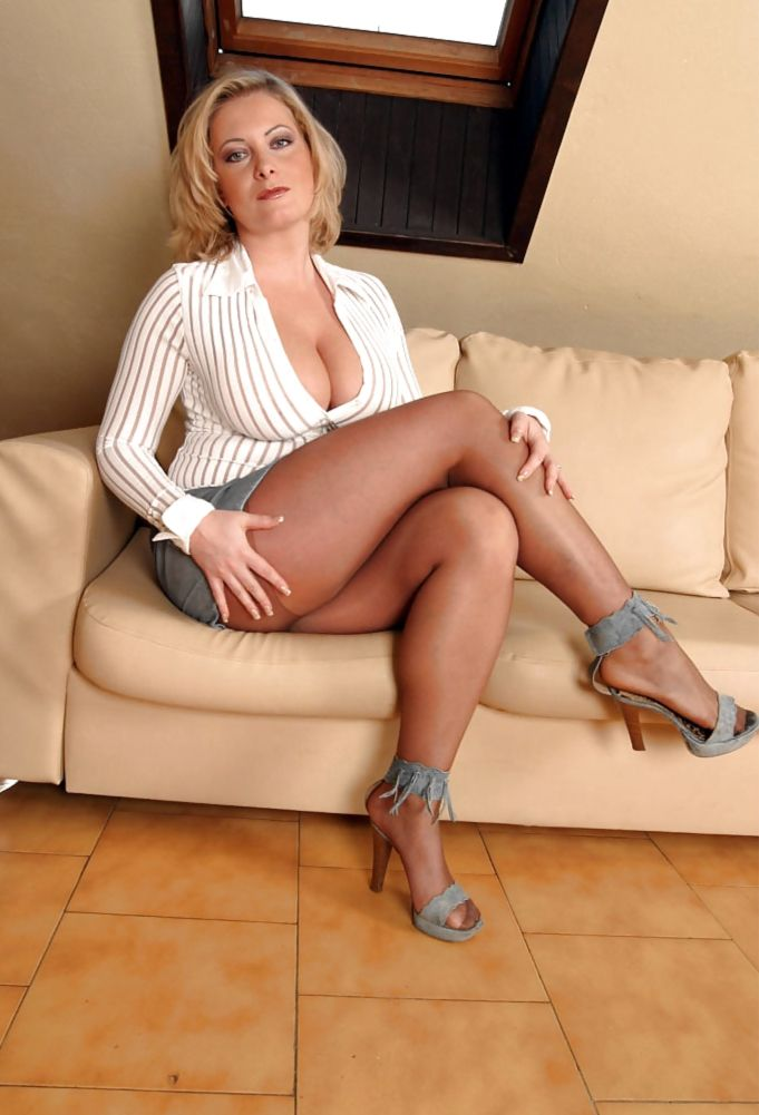 hot cougar milf porn Eva Notty is the ultimate cougar with sexy curves and she blows like a pro.