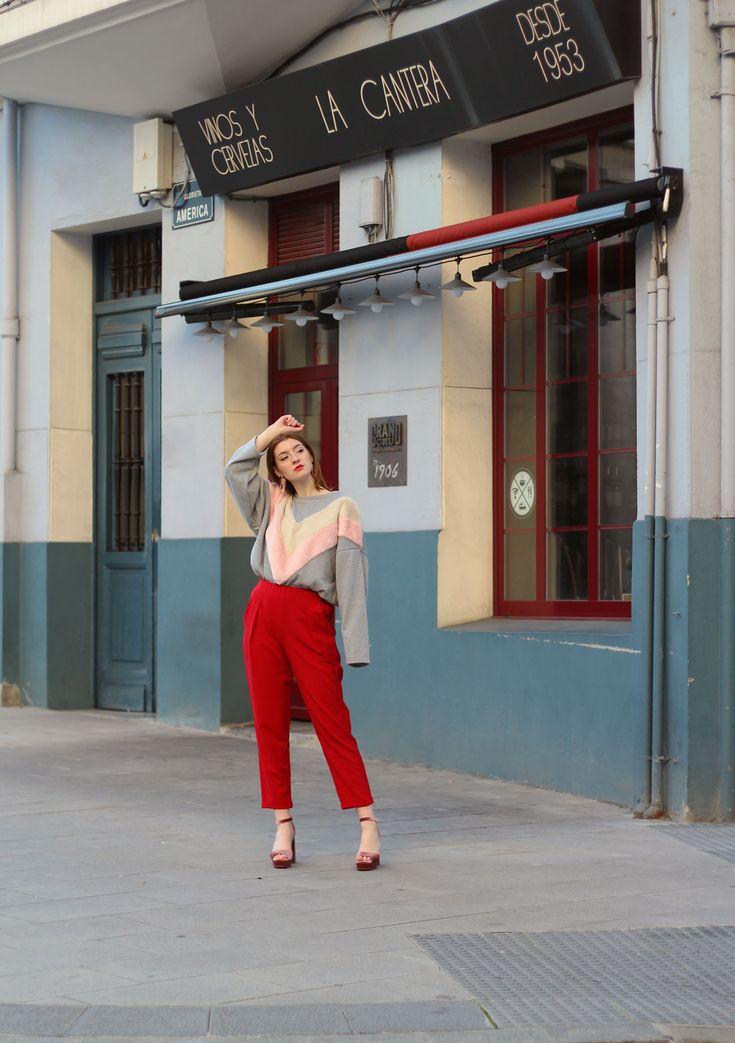 Pantalones rojos y sudadera de pelo- Martina Lubián