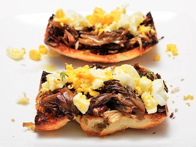 Mushroom and Crushed Egg Tapas (Tapas de Setas con Huevo)