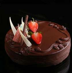 chocolate strawberry 500gms eggless cake home delivery