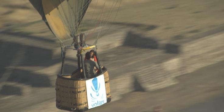 ¿Sabías que Karla Souza y Osvaldo Benavides filmaron escenas de la película subidos en un globo aerostático, elevados a muchos metros de altura?
