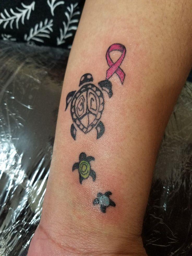 Tortugas pequeñas son mis hijos color del mes de nacimiento, tortuga grande representa a su madre y el lazo por mi preciosa madre sobreviviente de cáncer de seno