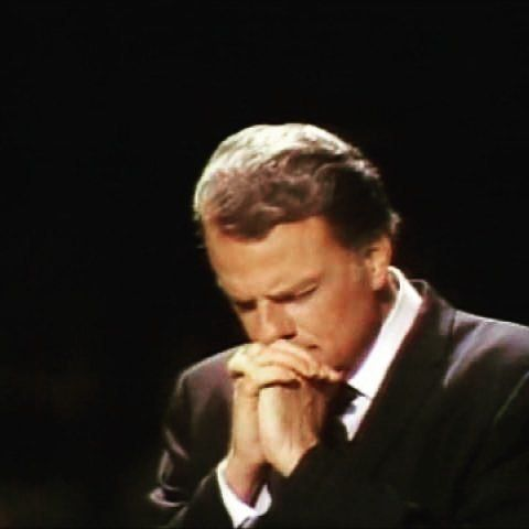 Gone to be with his Master. We rejoice with all those whose lives were changed through the ministry of this dear man.. that Billy Graham is alive. In heaven. With his Saviour. What a joy!
