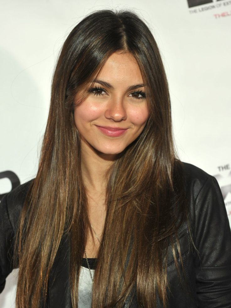 Victoria Justice's Makeup Artist Spills Her Must-Have Products and Secrets to…