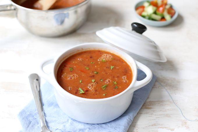 Op zoek naar een lekker soep recept? Maak dan eens deze Mexicaanse bonensoep. Lekker, simpel en snel te maken. Voeg eventueel nog een rode peper toe.