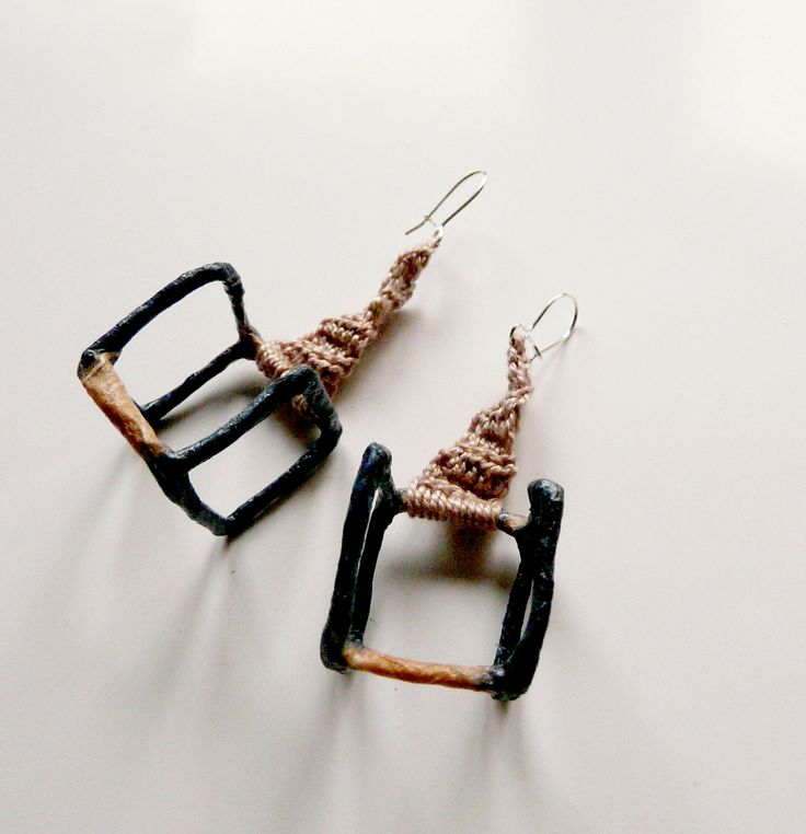cubic earRings with knitted details >wire/silk fiber paper/silk thread/silver
