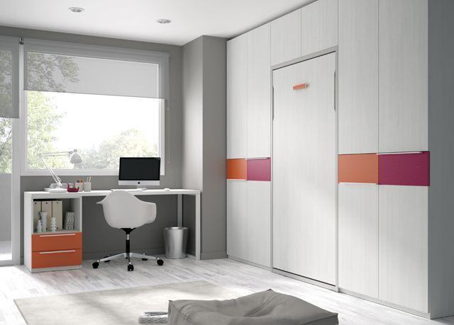 Kids Touch 80: Habitación con cama abatible, armario y escritorio.