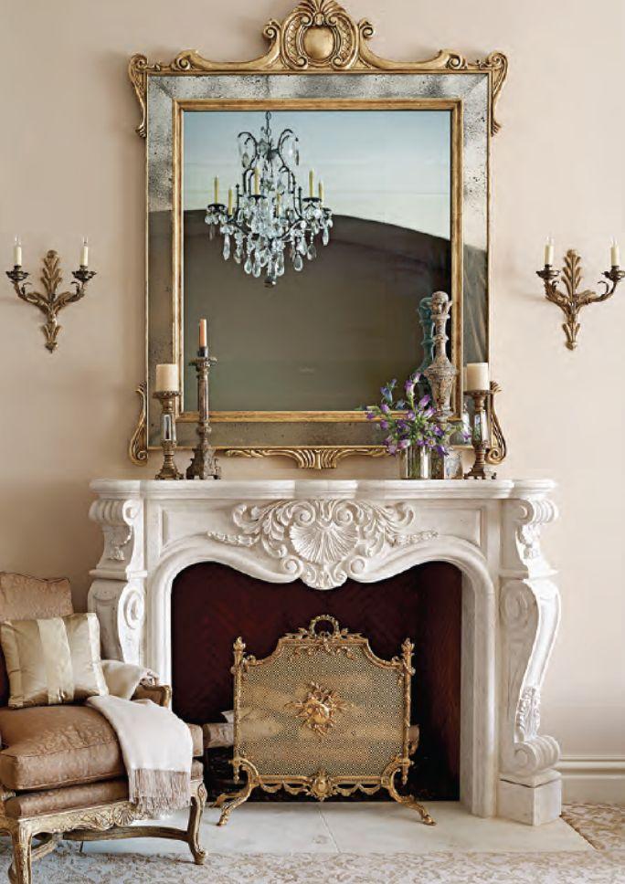 Repisa de chimenea magnífica y espejo