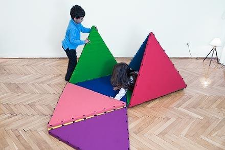 Tukluk - Spielspaß: fördert kognitive Fähigkeiten, räumliche Vorstellungskraft und das Verständnis für Konstruktionen der Kinder, lässt sie sich aber auch motorisch geschickt betätigen