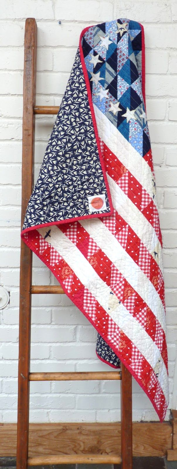 Colonial American Flag Quilt using half square triangles (with free pattern)