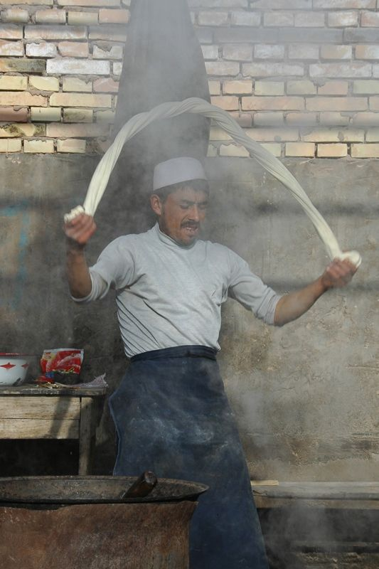 How Street Food is the Ultimate Travel Guide: 40 Favorite Street Food Dishes Last updated on March 11th, 2015 by Audrey Scott  | Xinjiang Food: Laghman Noodle Making - Kashgar, China @umarket