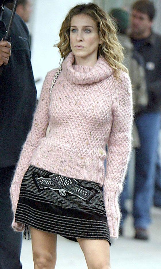 Carrie Bradshaw Wearing A Pink Jumper And Monochrome Skirt, Season 6