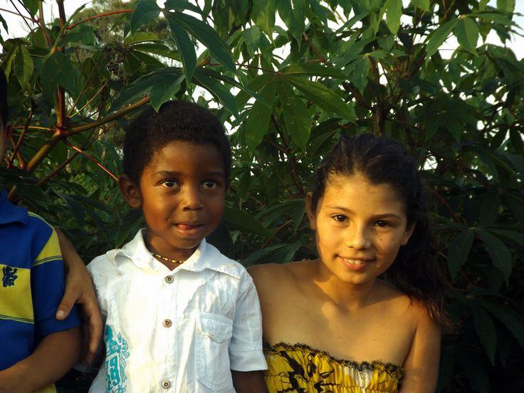 Las caras de los niños de la zona cafetera. ¿Necesitas fotos como esta para el contenido de tu web? Visita: www.laweb.com.co/contenido-web/