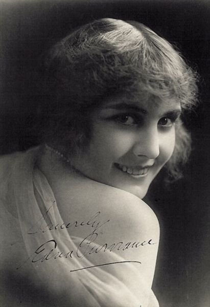 Edna Purviance ca. 1915. Photoplay: The Aristocrat of Motion Picture Magazines 1915 (wikipedia)