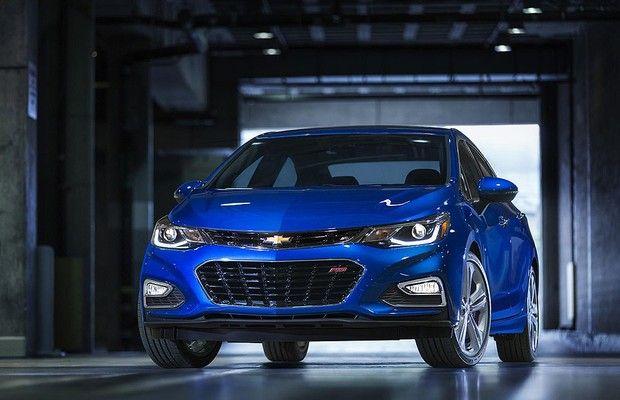 Novo Civic tem estilo arrojado que acompanha desempenho; Chevrolet Cruze vai seguir caminho parecido com o do Honda.