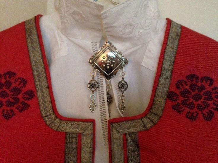 FINN – Nordmørsbunad med sølv