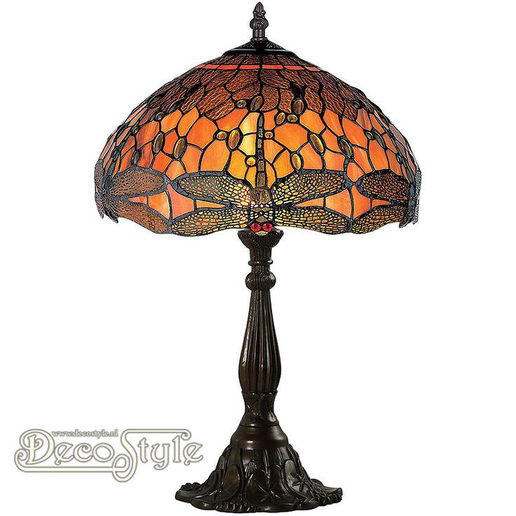Tiffany Tafellamp Linette Dragonfly Een bijzonder mooie tafellamp. Helemaal met de hand gemaakt van echt Tiffanyglas. Dit originele glas zorgt voor de warme uitstraling. De voet is bronskleurig. Met grote fitting (E27) Max 60 Watt. Met schakelaar aan het stroomsnoer. Afmetingen: Hoogte: 61 cm Breedte: 42.5 cm Diepte: 42.5 cm