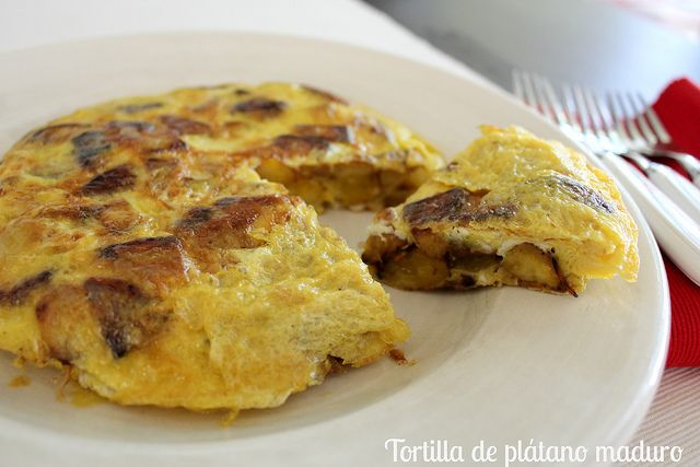 Tortilla de plátano maduro - (Banana omelet/frittata. This recipe is in Spanish. Stick with me high school Spanish... I'm pinning it anyway.)